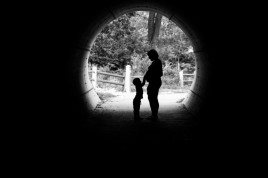 Kc maternity photographer, Lenexa KS pregnancy pictures, silhouette tunnel maternity photo